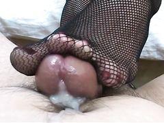 Сексуальная жена в чулках дрочит ногами стояк супруга