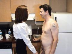 Настырная зрелая жена дрочит в одежде стоячий хуй супруга