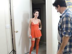Сексуальная жена в красных чулках дрочит член мужа