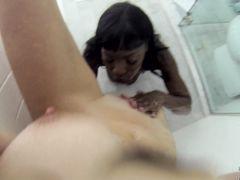 Белая и черная лесбиянки снимают домашний секс в душе на видео