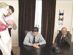 Сисястые секретарши трахаются с бизнес партнером шефа