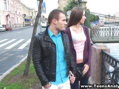 Милый русский пикапер развел на анальный секс незнакомую девушку