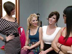 Лесбиянки в офисе устроили БДСМ пытки новенькой грудастой сотруднице