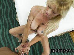 Пышногрудая блондинка за 50 трахается на кастинге с партнером