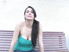 Настойчивый парень уломал девушку на первый анальный секс