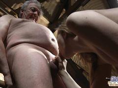 Начинающая молодая актриса трахается на кастинге со стариком