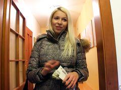 Блондинка Приходит В Гости К Двум Парня - Смотреть Порно Онлайн