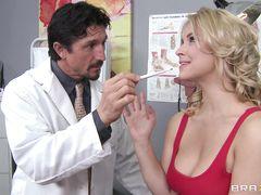 Доктор трахнул пациентку с большими красивыми сиськами
