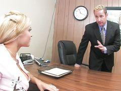 Адвокатша с большими сиськами трахается в офисе с прокурором
