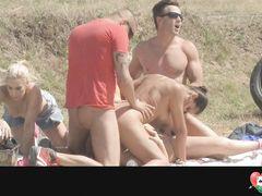 Сексуальные игры свингеров во время пикника на природе