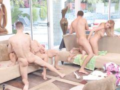 Необыкновенная вечеринка свингеров с групповым сексом в финале