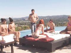 Вечеринка на крыше здания с масштабной секс оргией свингеров