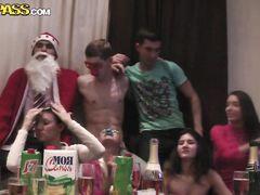 Вечеринка русских студентов превратилась в новогоднюю групповуху