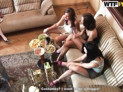 Распутные русские студентки устроили эротическое шоу на вечеринке
