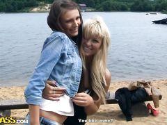 Парочка русских студентов занимается страстным сексом в лесу