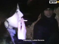 Курящая русская девушка повелась на случайный секс за деньги