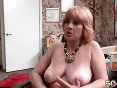 Блондинка за 50 раздевается догола на приватном кастинге