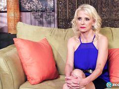 Зрелая блондинка с пирсингом трахается на анальном кастинге с негром