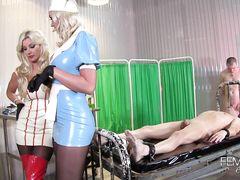 Домины в костюмах медсестер жестко издеваются над парнями