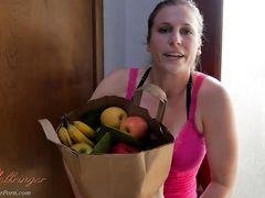 Озабоченная рыжая мама сосет член сына вернувшись с супермаркета