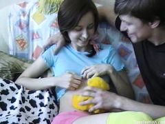 Худая русская девушка Лена скачет на члене опытного хахаля