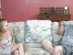 Худенькая девчонка села села дыркой в писе на стоячий член отца