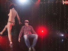 Приватный стриптиз танец от стройной русской брюнетки