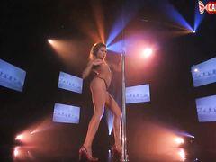Крутой сексуальный стриптиз от русской худой девушки в стрингах
