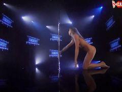 Нежный эротический стриптиз в исполнении чувственной русской девчонки