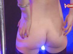 Отпадный стриптиз танец от сексуальной профессионалки в чулках