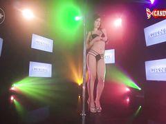 Эротический танец на сцене ночного клуба от русской стриптизерши