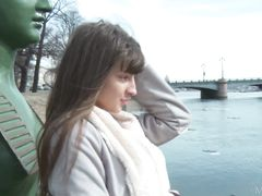 Балованная русская девушка разделась догола и показала свои прелести