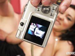 Партнер трахает и снимает на видео секс с участнице чешского кастинга