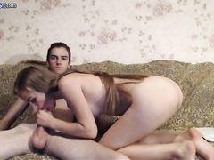 Очаровательная девочка пососала член парня в привате Runetki