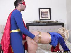 Хитрый сосед в костюме Супермена трахнул чужую жену с завязанными глазами