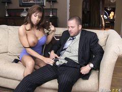 Татуированный любовник жестко трахает чужую жену с большими сиськами