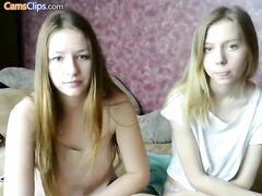 Нетрадиционные девчонки показывают прелести и мастурбируют на вебку
