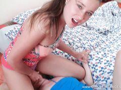 Властная русская лесбиянка сидит пиздой на лице своей подружки