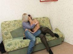 Сожитель занимается домашним сексом с русской худой блондинкой
