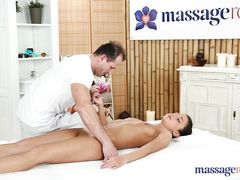 Клиентка занялась сексом с массажистом после расслабляющего массажа