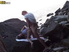 Развратный русский секс на пляже от влюбленной парочки туристов