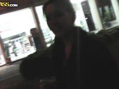 Раскрепощенная русская девушка мастурбирует в душе турецкого отеля