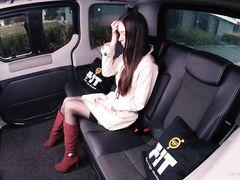 Незнакомец в такси разводит элитную давалку в чулках на жаркий трах