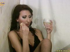 Приятная русская девушка в чулках трахается пьяной со своим другом