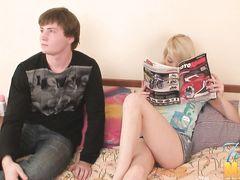 Убедительный русский парень уговорил на секс 18-летнюю блондинку