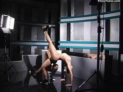 Две русские гимнастки участвуют в эротической фотосессии