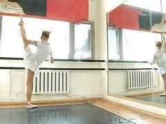 Российская гимнастка в режиме инкогнито показывает обнаженку