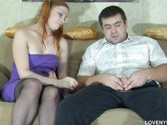 Стеснительный русский парень трахнул рыжую девушку в чулках