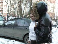 Знойный русский мулат трахнул на диване худенькую подругу