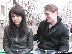 Пока родителей не было дома, русская малышка развлеклась с пикапером